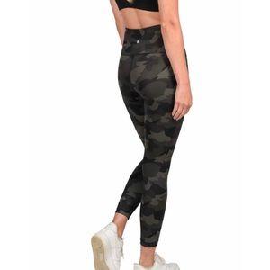 Yogalicious Lux High rise Camo pocket legg…